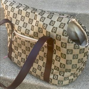 Doggie pet canvas carrier looks like GUCCI…
